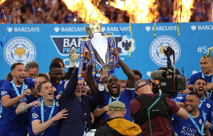 LEICESTER, ENGLAND - MAY 07:  Wes Morgan and Manager/Head Coach of Leicester City Claudio Ranieri lift the Premier League Trophy as Leicester City celebrate becoming Premier League Champions for the 2015/16 Season at the end of the Barclays Premier League match between Leicester City and Everton at The King Power Stadium on May 7, 2016 in Leicester, United Kingdom.  (Photo by Matthew Ashton - AMA/Getty Images)