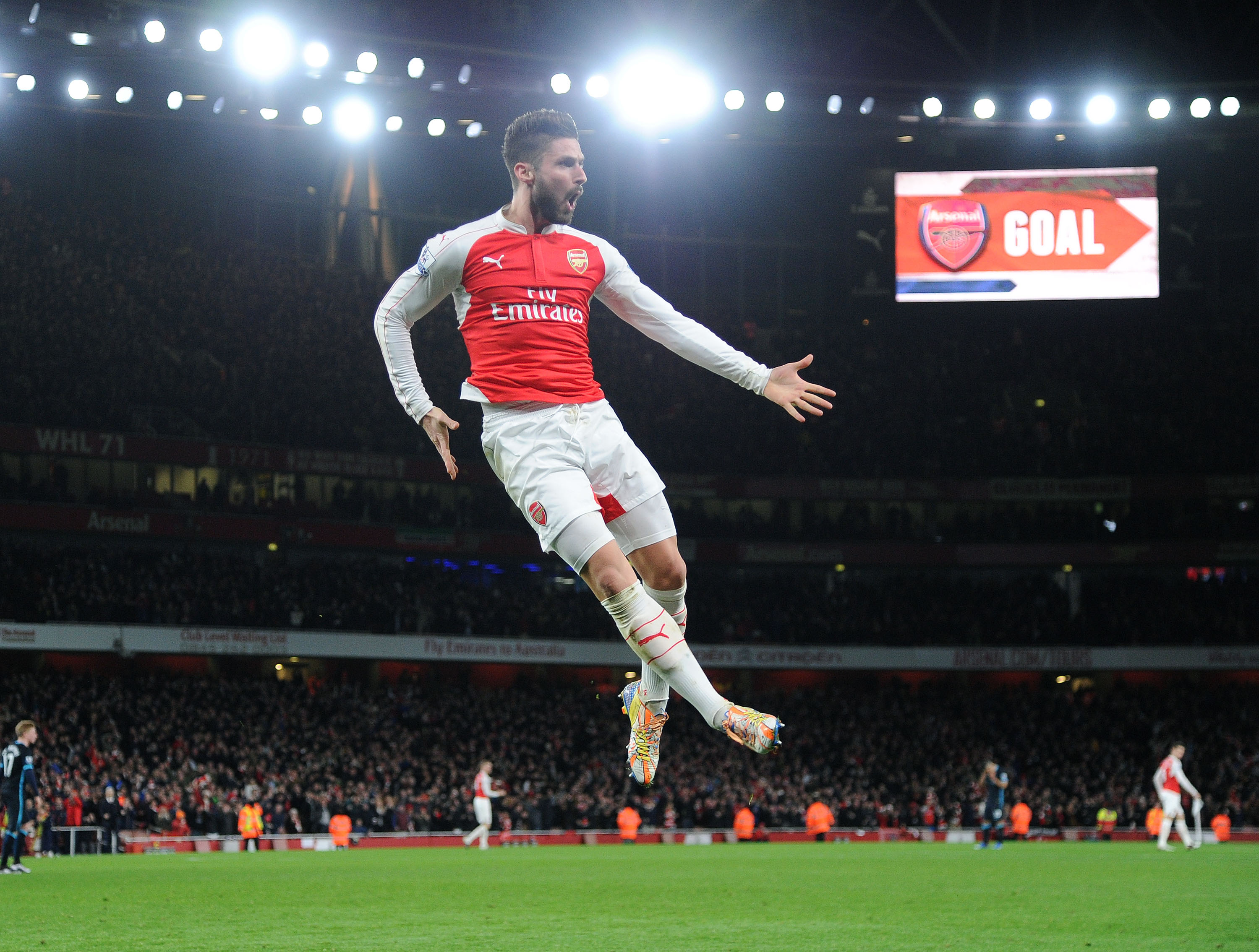 LONDON, ENGLAND - DECEMBER 21: Olivier Giroud celebrates scoring Arsenal's 2nd goal during the Barclays Premier League match between Arsenal and Manchester City at Emirates Stadium on December 21, 2015 in London, England. (Photo by David Price/Arsenal FC via Getty Images) *** Local Caption *** Olivier Giroud