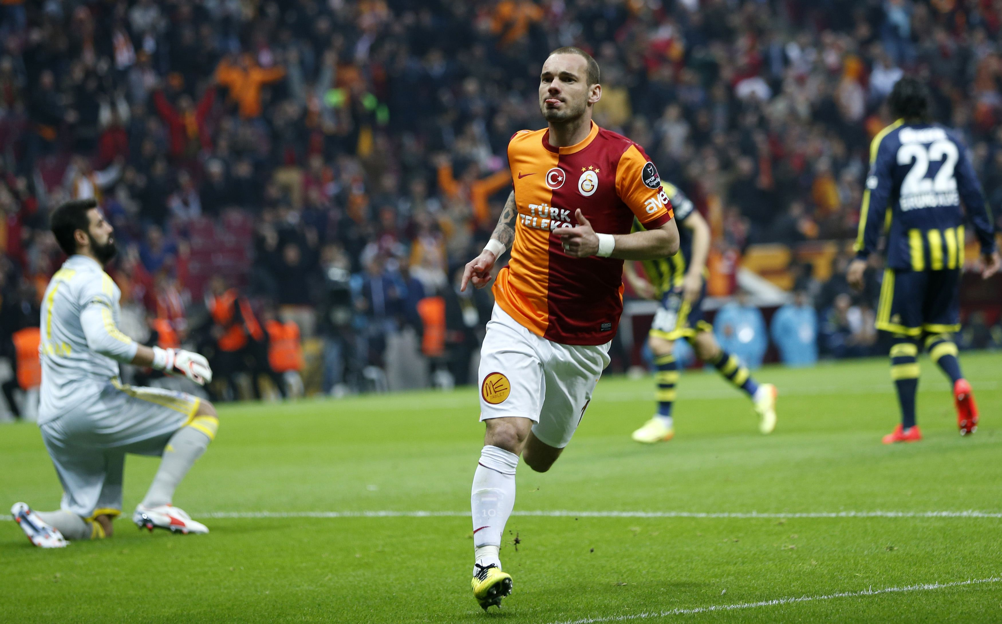 Galatasaray's Sneijder celebrates after scoring a goal against Fenerbahce during their Turkish Super League derby soccer match in Istanbul