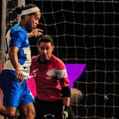 Futsal maçında Ronaldinho resitali